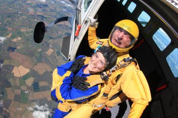 Teenager skydives to raise money for Aylesford Unit at Warwick Hospital